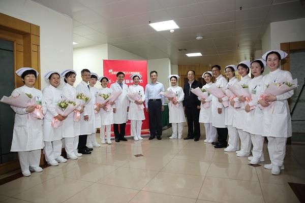 段宇飞慰问一线护理工作者——广东省庆祝5.12国际护士节座谈会召开
